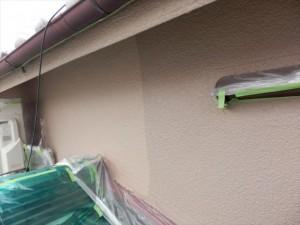 外壁の上塗りをします 使用塗料はシリコセラUVです。